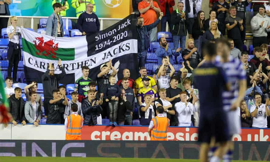 Elis James joined the Swansea fans for their win at Reading in his first football match since February 2020.