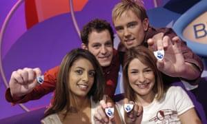 Konnie Huq, Matt Baker, Simon Thomas and Liz Barker holding Blue Peter badges.
