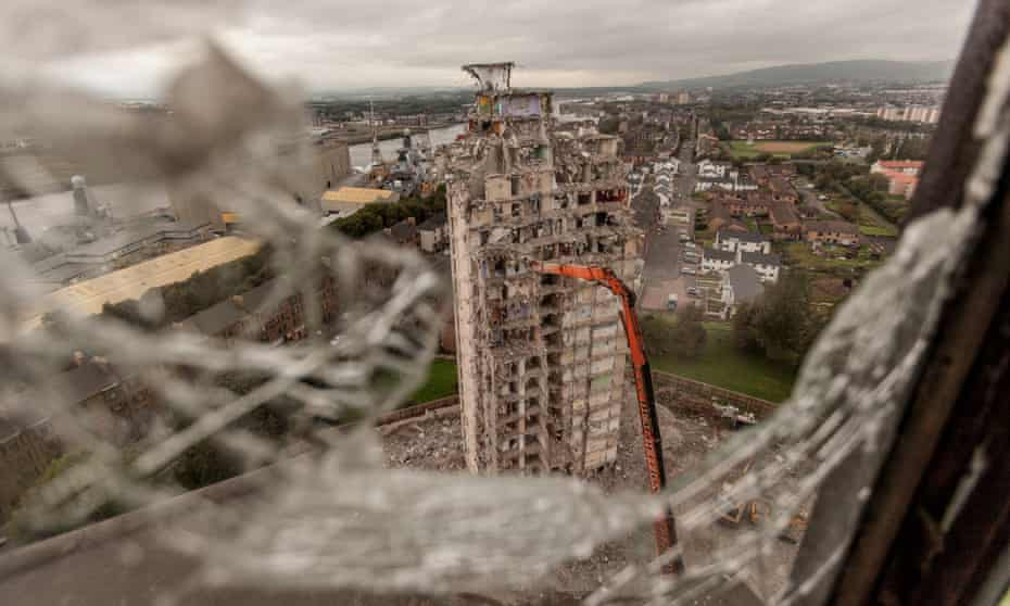 High Rise Flat demolitionThe last months of the Plean St High Rise Flats in Glasgow in 2010.