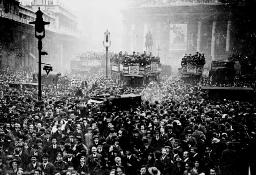 Crowd gathered outside the Stock Exchange and the Bank of England in London after the announcement of the armistice, 11 November 1918.