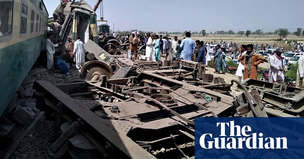 Dozens killed after two trains collide in Pakistan – video