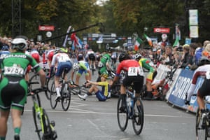 The women's junior race was marred by a number of crashes along the route