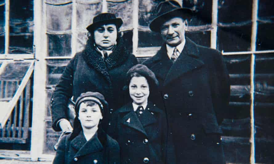 Harry Heber with his parents and sister