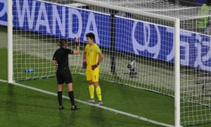 The referee, Anna-Marie Keighley, speaks with Thailand's Waraporn Boonsing before a penalty.
