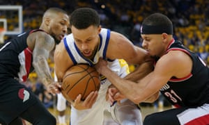 Stephen Curry holds off his brother Seth on Tuesday night