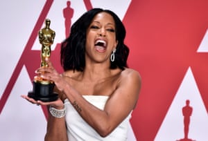 Regina King with her Oscar for best supporting actress