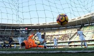 Gómez opens the scoring for Atalanta against Chievo.