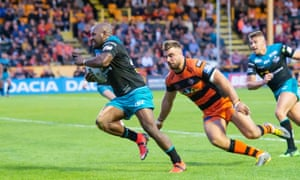 Castleford's Mike McMeeken can't prevent  Robert Lui clinching the win for Leeds