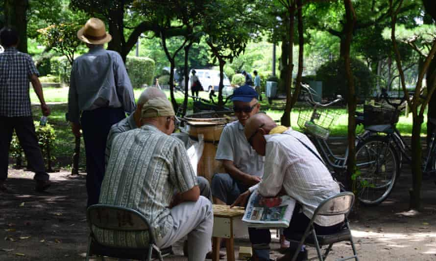 Elderly men play board games such as Shogi and Go.