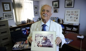 """George Bizos in 2010 with a photo of Nelson Mandela. """"I was shocked his closing words, that he was ready to die ... surely Nelson wanted to live and accomplish what he and his organisation strove for."""""""