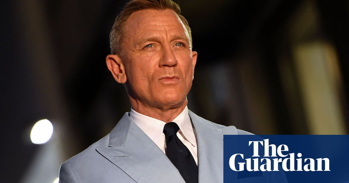 Daniel Craig says he goes to gay bars to avoid fights at straight venues