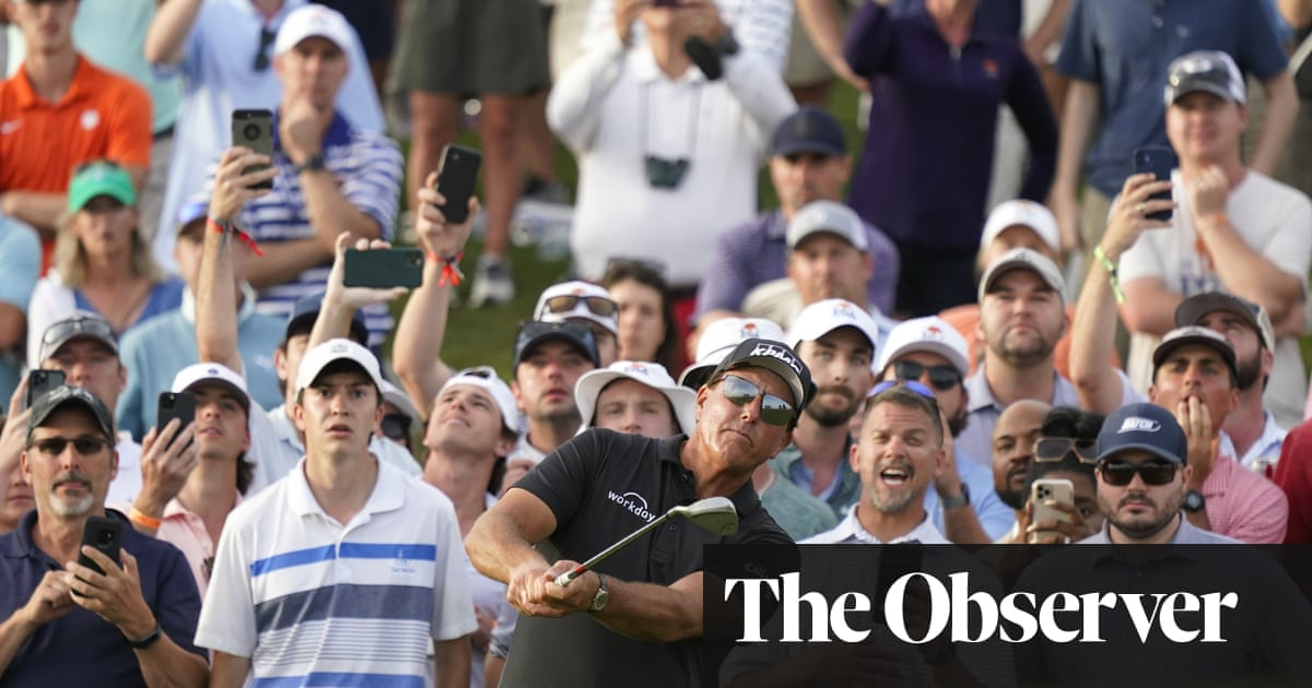 Phil Mickelson holds narrow lead going into final round of US PGA