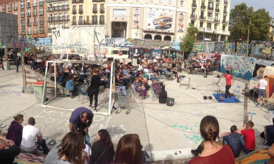 A performer entertains the outdoor crowd at El Campo de la Cebada, Madrid, Spain.
