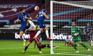 Olivier Giroud of Chelsea goes close.