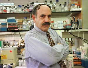 pioneering cancer researcher robert weinberg in his lab