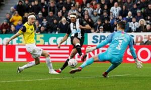 Newcastle United's Joelinton shoots at Oxford United's goal.