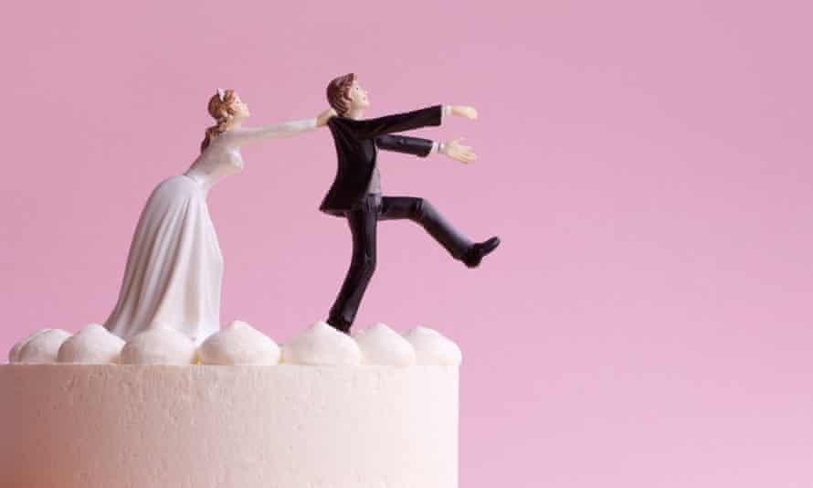 Bride and groom figurines on a wedding cake