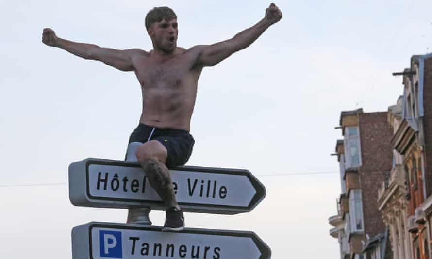 A fan sits on a road sign in Lille.