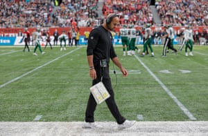Robert Saleh, the Jets head coach, looks dejected as his team lose against Atlanta.