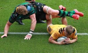 Wasps' Jack Willis scores a try against Northamampton.