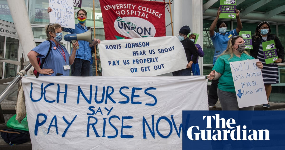 Most NHS staff vote to oppose 3% pay rise as union warns workers 'fed up'