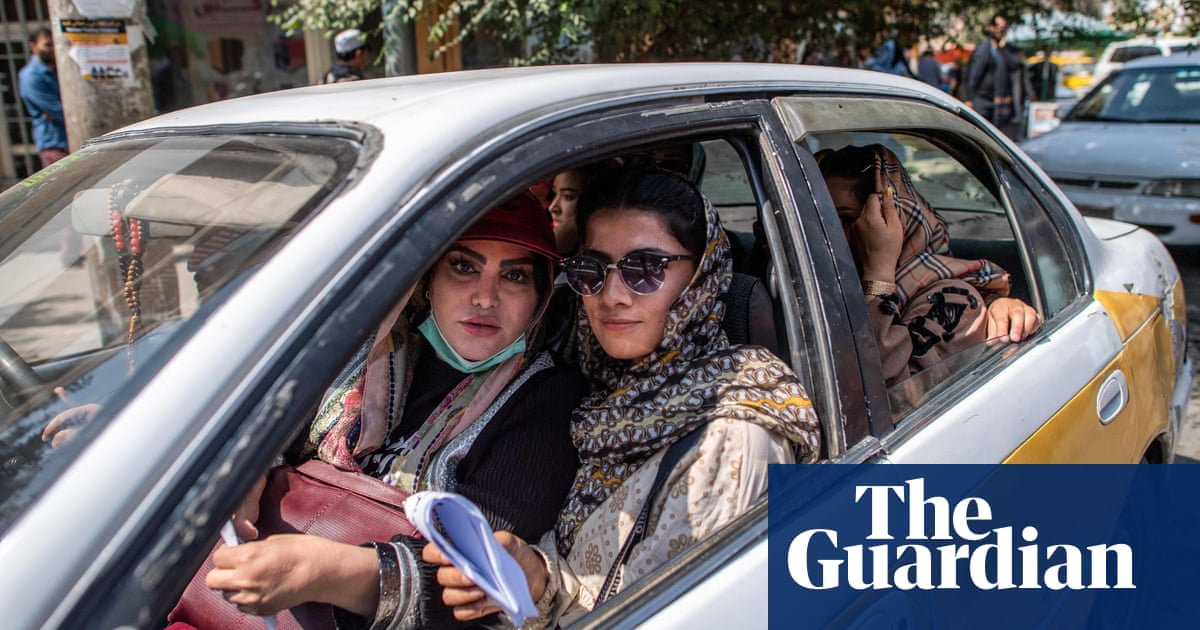 Kabul government's female workers told to stay at home by Taliban