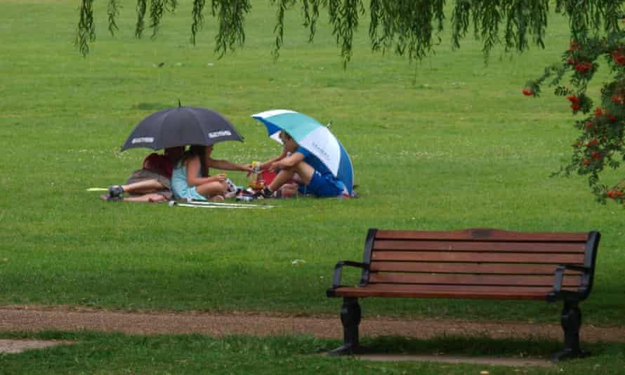 Parklife: a picnic in the rain.