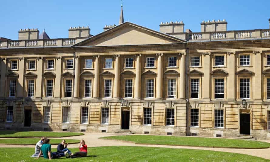 Students relax outside in Peckwater Quadrangle, Christ Church, Oxford University.