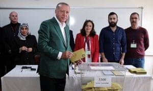 President Erdoğan casts his vote in Istanbul