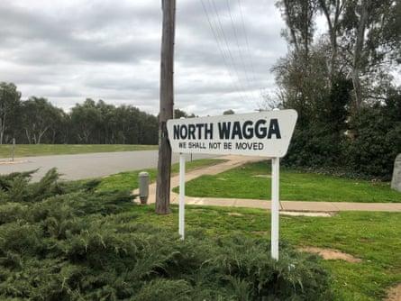 The signpost at the entrance to North Wagga Wagga