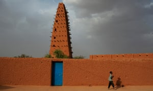 The minaret of the grand mosque at Agadez, which was first built in the 16th century.