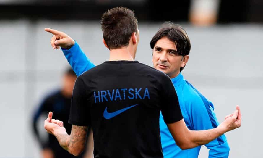 Croatia's head coach, Zlatko Dalic, gives instructions to Mario Mandzukic during training before the quarter-final with Russia.