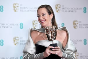 Allison Janney with her best supporting actress award for I, Tonya