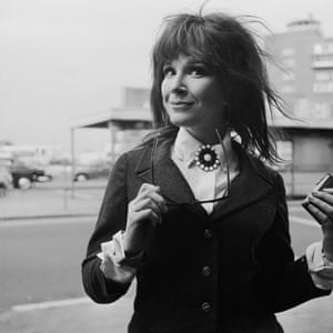Fenella Fielding leaves London Airport for Ireland on 21 April 1968