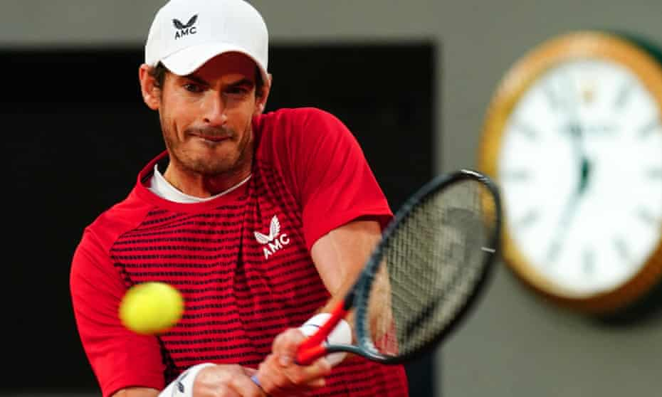 Andy Murray plays a forehand.