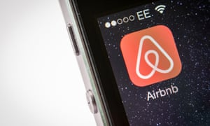 Airbnb agrees to close reviews loophole after intervention