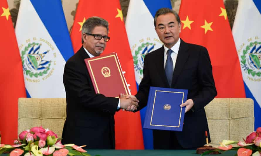El Salvador's foreign minister Carlos Castaneda shaking hands with China's foreign minister Wang Yi