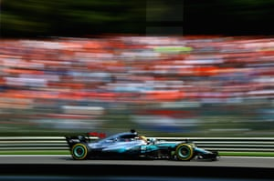 Hamilton, flat out to keep the lead.