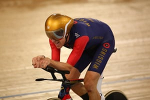 <strong>Lap 182, 50:00.497 - </strong>world record pace is 52:00.888. Wiggins is pushing through and the crowd is going absolutely spare.