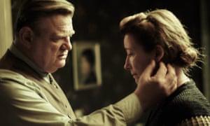 Alone in Berlin film still Brendan Gleeson, Emma Thompson