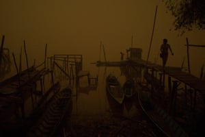 Indigenous community on the banks of Kapuas river in thick haze