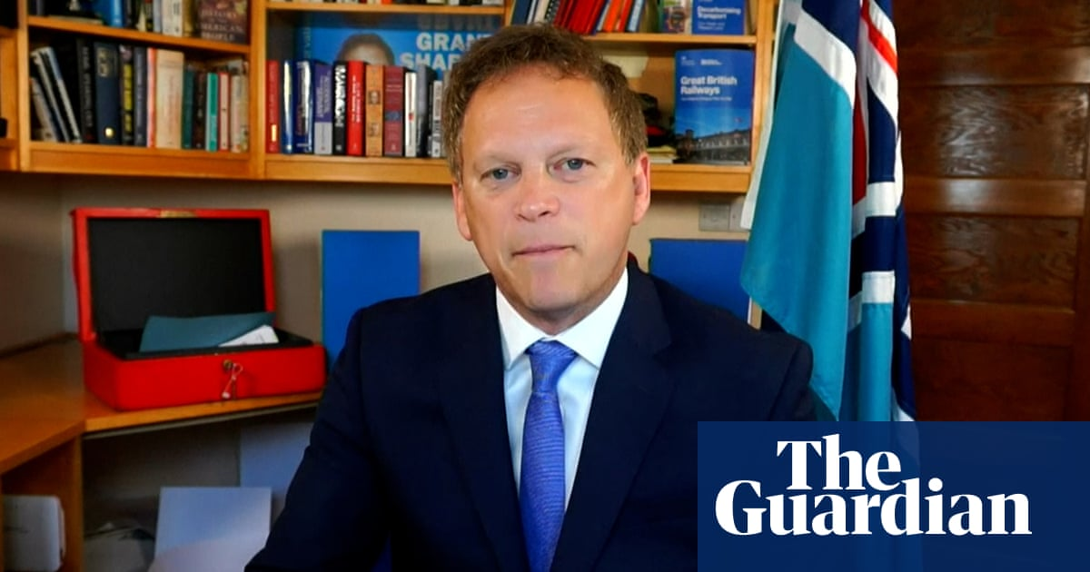 Vaccinated Britons can travel 'without looking over their shoulder', says Shapps – video
