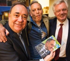 Simon Hattenstone photobombs Alex Salmond and David Davis.