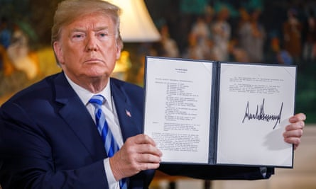 Donald Trump displays the signed presidential memorandum for new sanctions against Iran.
