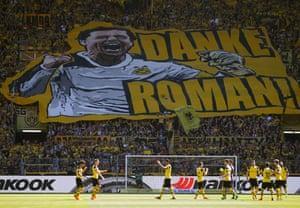 Dortmund fans pay tribute to Roman Weidenfeller, their legendary goalkeeper, who is leaving the club