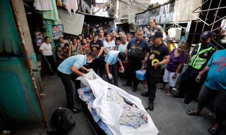 An alleged victim of the Philippines' anti-drug campaign in Pasay city, south of Manila.