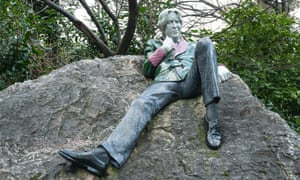 An Oscar Wilde statue in Dublin.