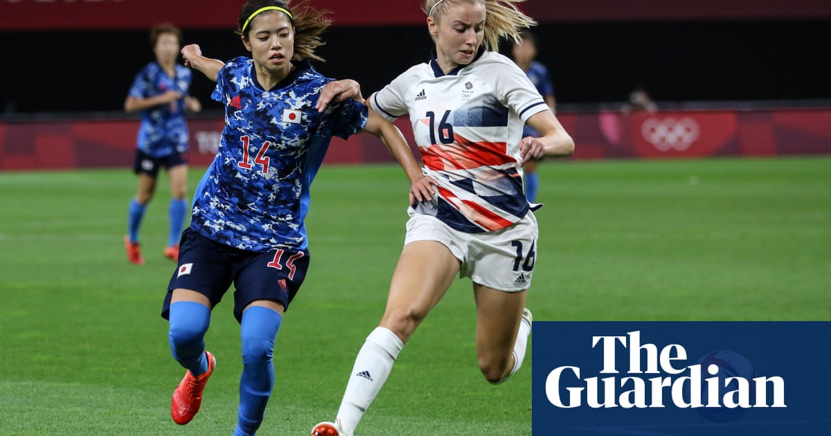Team GB's Leah Williamson: 'I had to keep my eyes closed for the anthem'