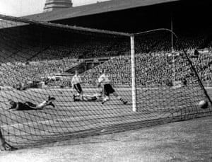 Harold Hassall deflects Mortensen's shot into his own net for Blackpool's equaliser.