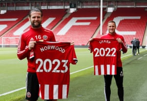 Billy Sharp and Ollie Norwood have signed new contracts with Sheffield United.